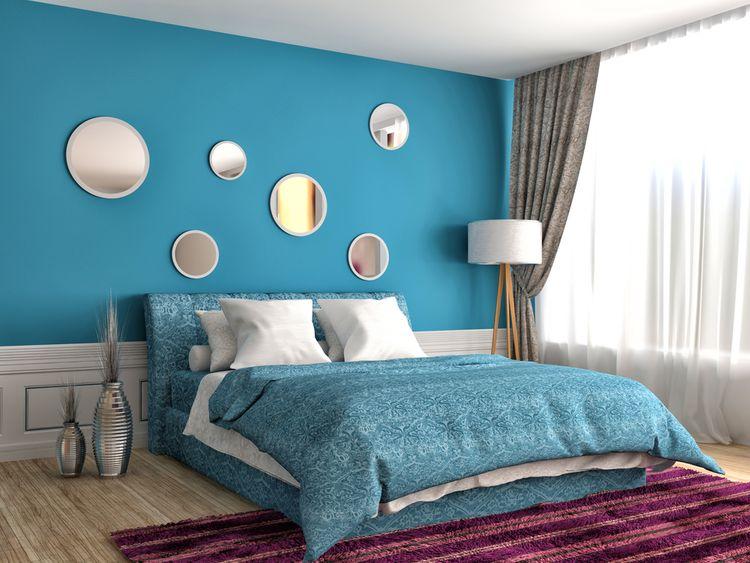 Modrá spálňa so zrkadlami