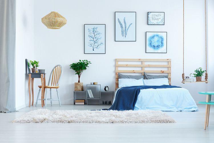 Spálňa s modrými detailmi