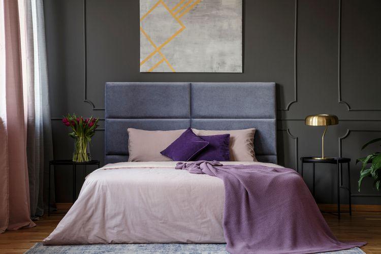 Fialová v spálni