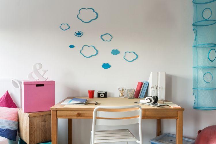 Drevený stolík v detskej izbe