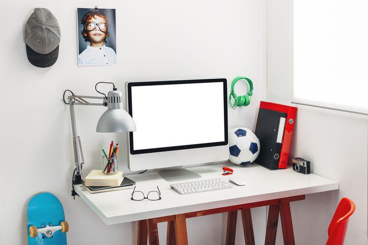 Stolík s počítačom