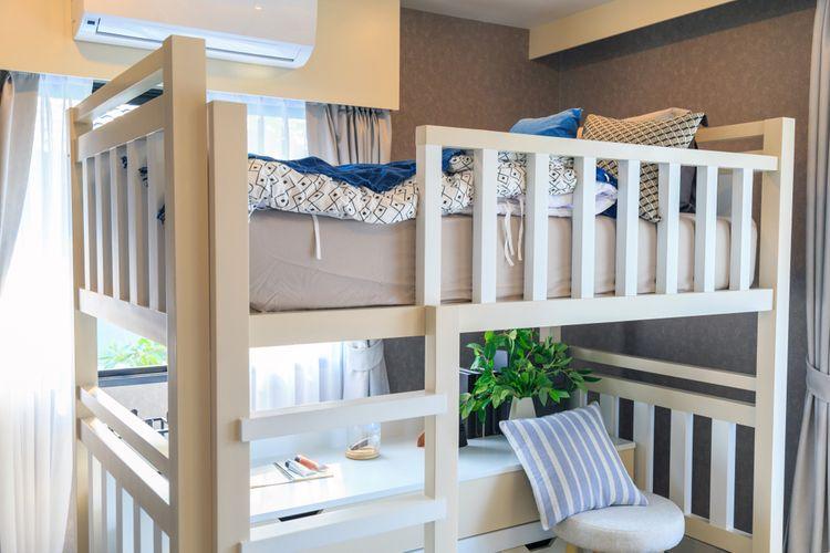 Biela poschodová posteľ
