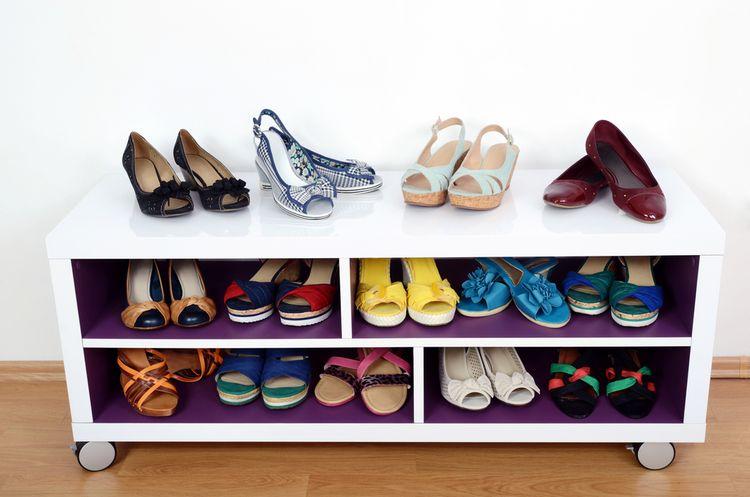 Otvorená skrinka na topánky