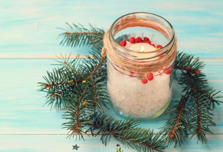 Domáci vianočný svietnik zo zaváraninového pohára