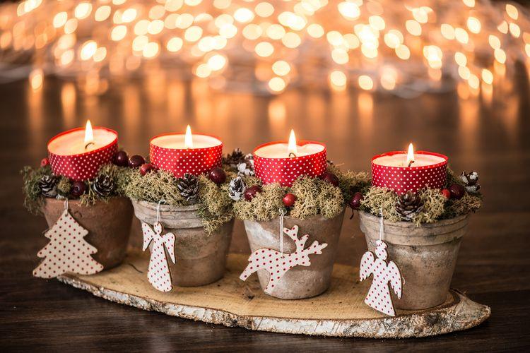 Vianočné svietniky alebo adventný veniec