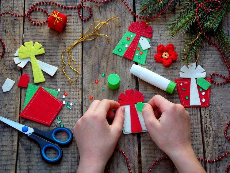 Ozdoba z filcu - vianočný darček