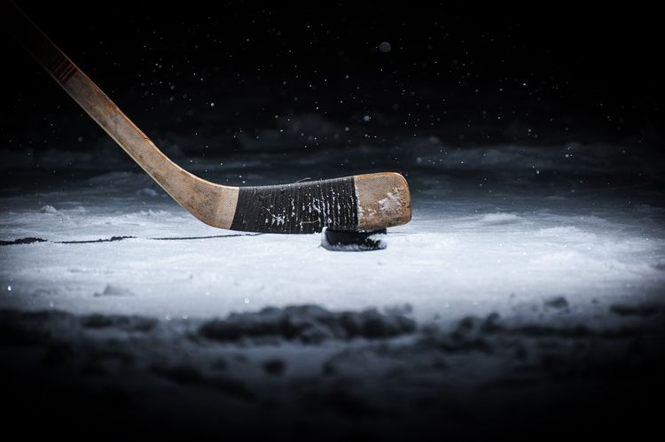 6e3f26c3ad8d0 Ako vybrať novú hokejku na ľadový hokej? Akú vysokú pre deti ...