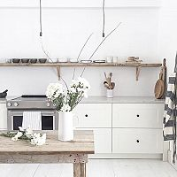 Biele kuchyne - v bielej bude vaša malá kuchyňa vyzerať väčšia