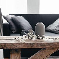 Čierny gauč sa stane dominantou každej obývačky