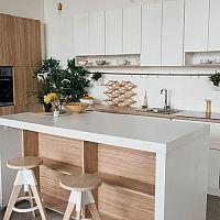 Hnedo-biele kuchyne – kombinácia, korá vás dostane