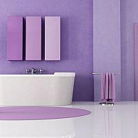 Fialová kúpeľňa – pôsobí luxusne a odvážne