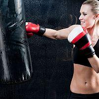 Ako vybrať boxovacie rukavice a boxovacie vrece?