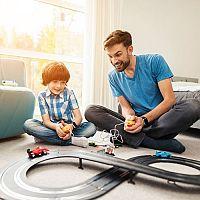 Elektrické autodráhy pre malých aj veľkých chlapcov: Poďla čoho vyberať?