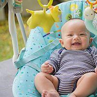 Zháňate najlepšie lehátko pre bábätko? Recenzie chvália vibračné, polohovacie i hudobné ležadlá