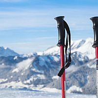 Aké sú najlepšie lyžiarske palice pre deti a dospelých? Rozhoduje veľkosť a materiál