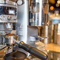 Najlepšie pákové kávovary: Recenzie a test poradia, ako vybrať!