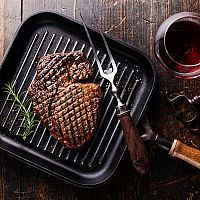 Aká je najlepšia grilovacia panvica na steaky?