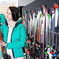 Ako vybrať správne lyže? Pri kúpe sa zamerajte na tieto parametre