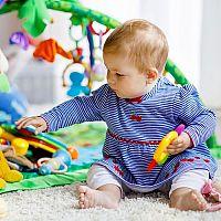 Hracie podložky a deky na hranie s hrazdičkou či tunelom. Praktické pomôcky aj pre vaše deti