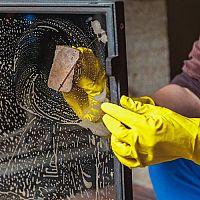 Ako vyčistiť krbové sklo, vložku a vnútro krbu? Pomôže aj Kominíček!