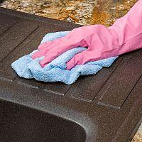 Ako vyčistiť granitový drez? Vyskúšajte čistiaci prostriedok na kameninové drezy