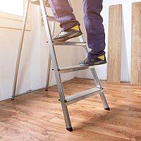 Drevený alebo hliníkový rebrík? Výsuvné porážajú maliarske