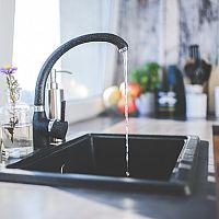 Ako šetriť vodu v domácnosti! Koľko vody spotrebuje práčka?