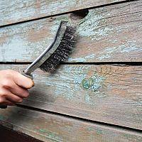 Ako odstrániť starý náter z kovu aj dreva