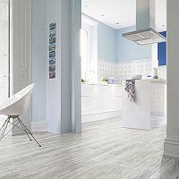 Samolepiaca vinylová podlaha do kuchyne aj kúpeľne. Cena, výhody a nevýhody.