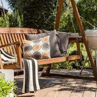 Záhradné hojdačky. Kovové alebo drevené