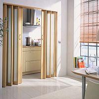 Plastové aj drevené zhrňovacie dvere na mieru nielen do kúpeľne