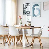 Ako vybrať najlepší jedálenský stôl aj do malej kuchyne? Obľúbené sú rozkladacie, ale aj sety so stoličkami