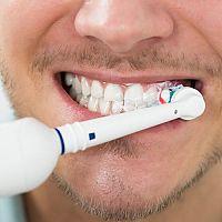 6 dôvodov, prečo kúpiť elektrickú zubnú kefku sebe i deťom