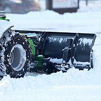 Akú snehovú frézu? Elektrickú alebo jednostupňovú či dvojstupňovú benzínovú?
