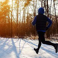 Ako sa obliecť na behanie v zime počas chladných dní?