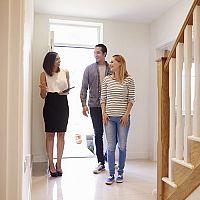 Predaj a kúpa bytu cez realitnú kanceláriu alebo bez
