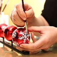 Sklenené ručne maľované vianočné gule na stromček sú hit!