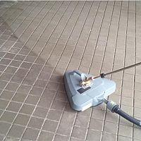 Ako vyčistiť zámkovú dlažbu od oleja a mastnoty