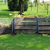 Kompostér z paliet, pletiva alebo plastu