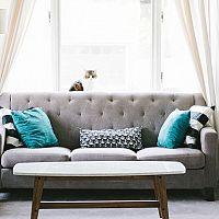 Moderný konferenčný stolík do obývačky je v trende