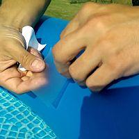 Ako zalepiť nafukovací bazén? Nájsť dieru nemusí byť jednoduché