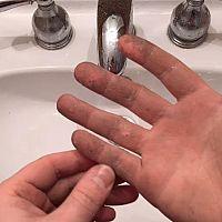 Ako odstrániť sekundové lepidlo z kože, nábytku a textilu?