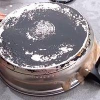 Ako vyčistiť pripálený hrniec