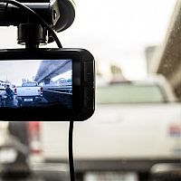 Najlepšia kamera do auta s GPS a nočným videním? Xiaomi aj Prestigio Roadrunner 140
