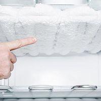 Ako odmraziť chladničku a mrazničku, keď automatické odmrazovanie nepomáha