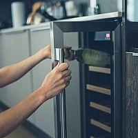 Dvojzónová elektrická vinotéka - super domáca chladnička na víno