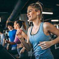 Bežecký pás na chudnutie a 4 ďalšie dôvody, prečo cvičiť na bežeckom páse