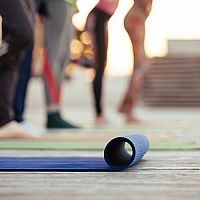 Ako si vybrať najlepšiu karimatku na cvičenie, na jogu či do hôr?