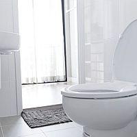 Spomaľovacie WC sedadlo s automatickým sklápaním je hit. Ako zmerať a vybrať správnu WC dosku?