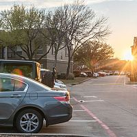 Vyhradené parkovacie miesto – ako vybaviť, aká je cena a ako ho označiť